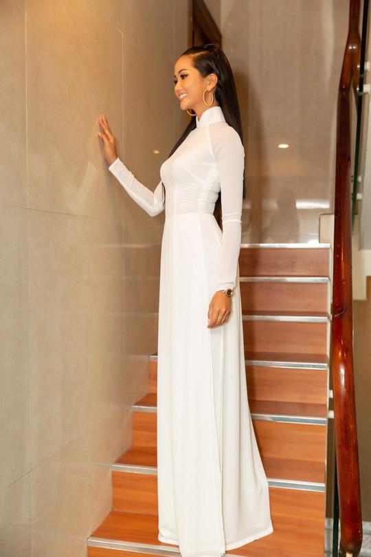 Hoa hậu H'hen Niê gây ấn tượng với hình ảnh khác lạ - Ảnh 2.