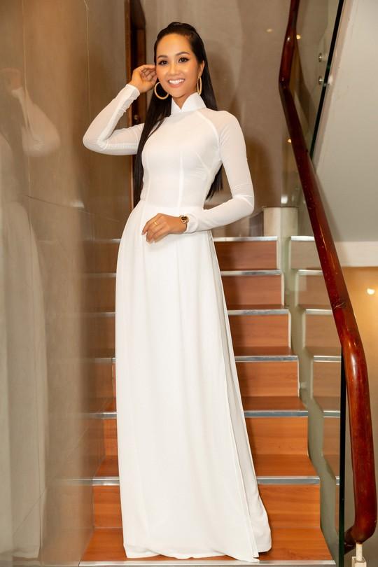 Hoa hậu H'hen Niê gây ấn tượng với hình ảnh khác lạ - Ảnh 1.