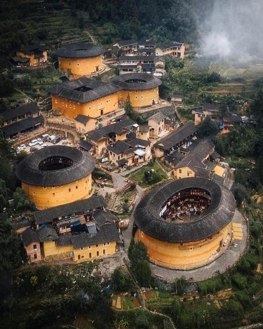 Những công trình kiến trúc kỳ lạ ở Trung Quốc - Ảnh 1.
