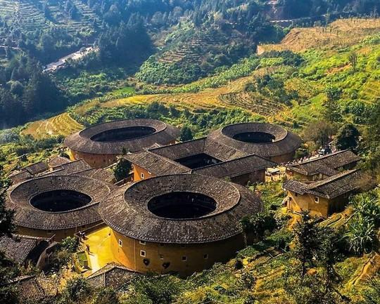 Những công trình kiến trúc kỳ lạ ở Trung Quốc - Ảnh 2.