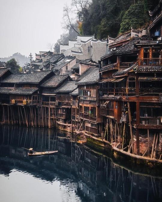 Những công trình kiến trúc kỳ lạ ở Trung Quốc - Ảnh 4.