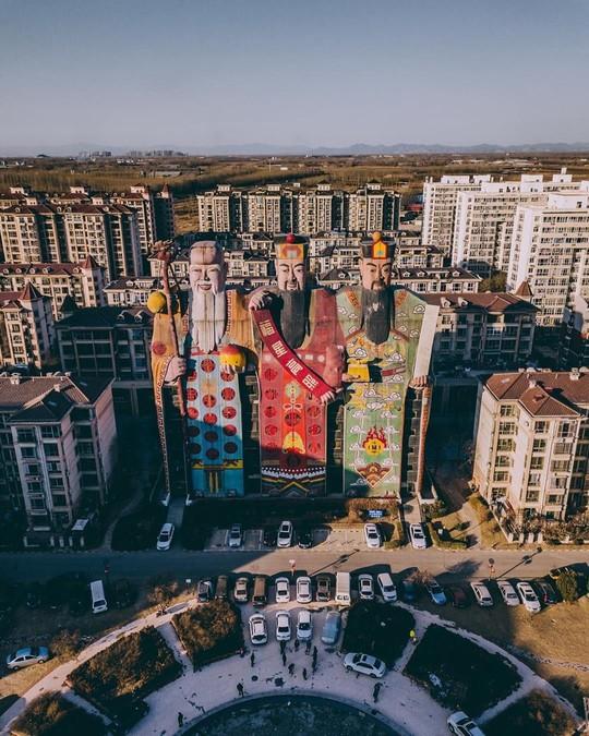 Những công trình kiến trúc kỳ lạ ở Trung Quốc - Ảnh 7.