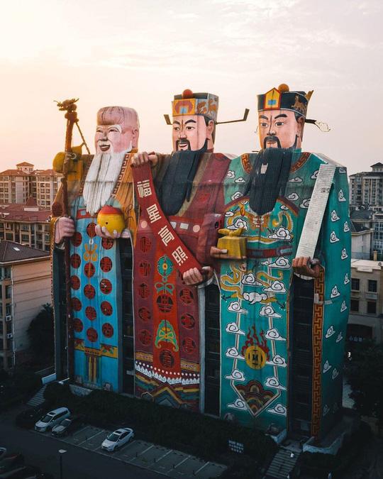 Những công trình kiến trúc kỳ lạ ở Trung Quốc - Ảnh 8.