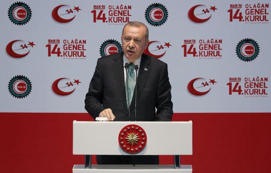 Vừa nhận S-400, Thổ Nhĩ Kỳ kêu gọi Mỹ đừng trừng phạt - Ảnh 1.