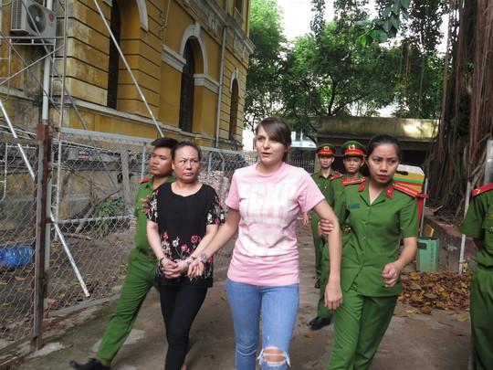 Chan dung hotgirl nguoi Nga to chuc sextour o Viet Nam