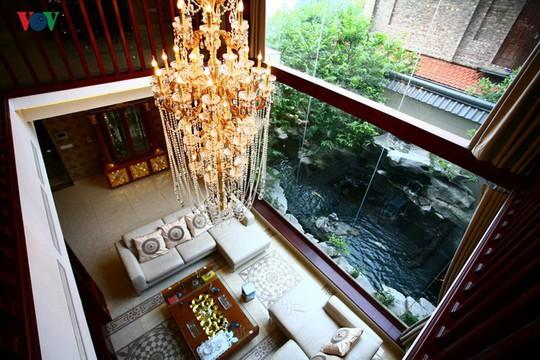 Biệt thự có hồ cá koi đẹp cuốn hút - Ảnh 11.