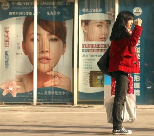 Giới trẻ Trung Quốc đua nhau nhờ dao kéo để cải thiện nhan sắc - ảnh 2