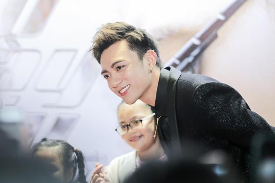 Soobin Hoàng Sơn tái xuất với sản phẩm gắn mác 16+ - Ảnh 1.