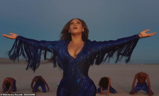 Ong chúa Beyonce được ngợi khen với thời trang sặc sỡ - Ảnh 15.