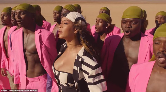 Ong chúa Beyonce được ngợi khen với thời trang sặc sỡ - Ảnh 12.