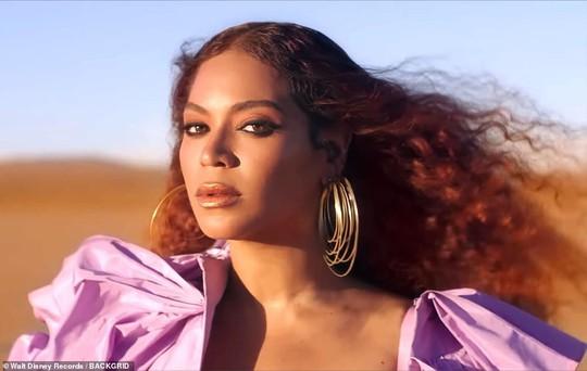 Ong chúa Beyonce được ngợi khen với thời trang sặc sỡ - Ảnh 2.