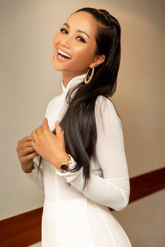 Hoa hậu HHen Niê: Nhiều người khuyên tôi tiêm môi, làm trắng da - Ảnh 5.