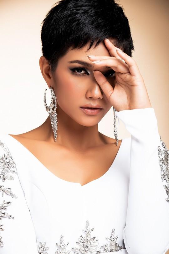 Hoa hậu HHen Niê: Nhiều người khuyên tôi tiêm môi, làm trắng da - Ảnh 1.
