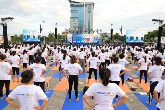 Yoga và bảo hiểm nhân thọ hỗ trợ đẩy lùi ung thư - Ảnh 2.