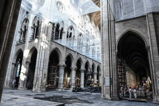 Nhà thờ Đức Bà Paris vẫn chưa đủ an toàn để được trùng tu - Ảnh 5.
