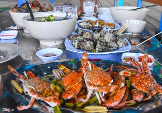 Con đường xuyên biển độc đáo hút khách ở Quy Nhơn - Ảnh 10.