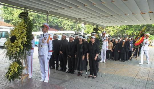 Thủ tướng Nguyễn Xuân Phúc tiễn biệt giáo sư Hoàng Tụy - Ảnh 5.