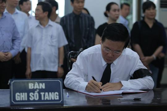 Thủ tướng Nguyễn Xuân Phúc tiễn biệt giáo sư Hoàng Tụy - Ảnh 11.