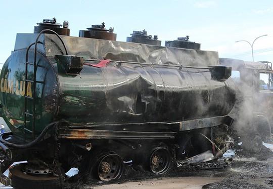 Vụ xe ben và xe bồn bốc cháy sau va chạm: Thương tâm bé 6 tuổi tử vong trong cabin cùng cha - Ảnh 3.