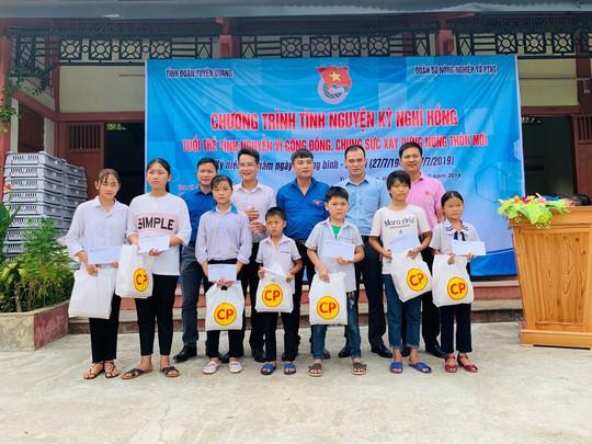 C.P. Việt Nam đồng hành cùng Chiến dịch tình nguyện hè 2019 - Ảnh 2.