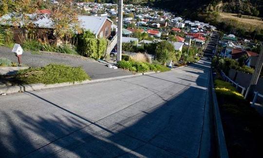 Cận cảnh con phố 'dốc nhất thế giới' - Ảnh 2.