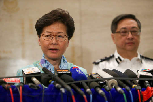 Trưởng đặc khu Hồng Kông tức giận vì người dân lại biểu tình - Ảnh 2.