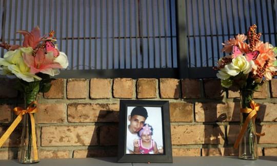 Cha con người di cư chết đuối ở biên giới Mỹ về nơi an nghỉ - Ảnh 1.