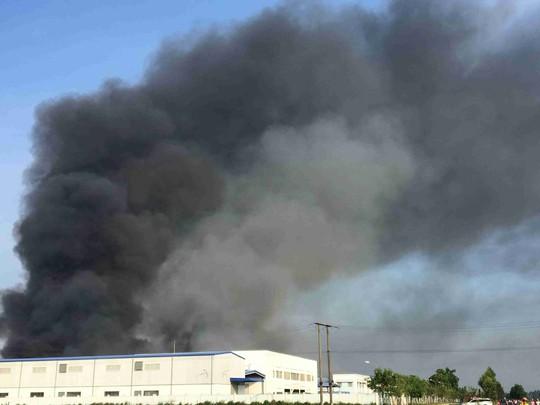 Cháy lớn tại Công ty may mặc Makalot Việt Nam - ảnh 1