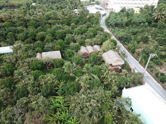 Homestay kiểu nhà tranh giữa vườn trái cây ở Tiền Giang - Ảnh 1.