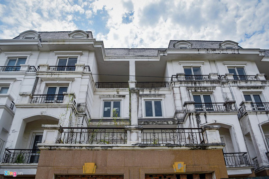 Hàng trăm căn biệt thự hiện đại kiểu Pháp bị bỏ hoang 12 năm - Ảnh 13.