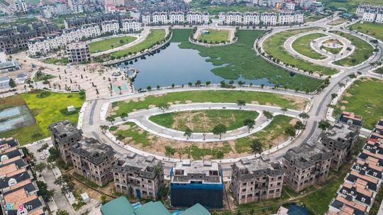 Hàng trăm căn biệt thự hiện đại kiểu Pháp bị bỏ hoang 12 năm - Ảnh 15.