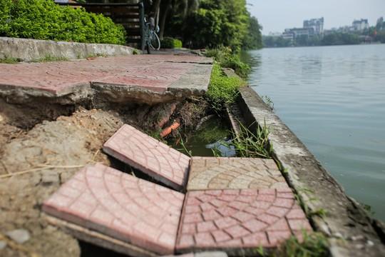 Bờ kè quanh hồ Gươm sụt lún đã nhiều năm nhưng chưa được khắc phục - ảnh 3