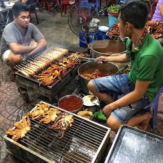 Truy lùng 6 khu ẩm thực về đêm ở TP HCM - Ảnh 17.