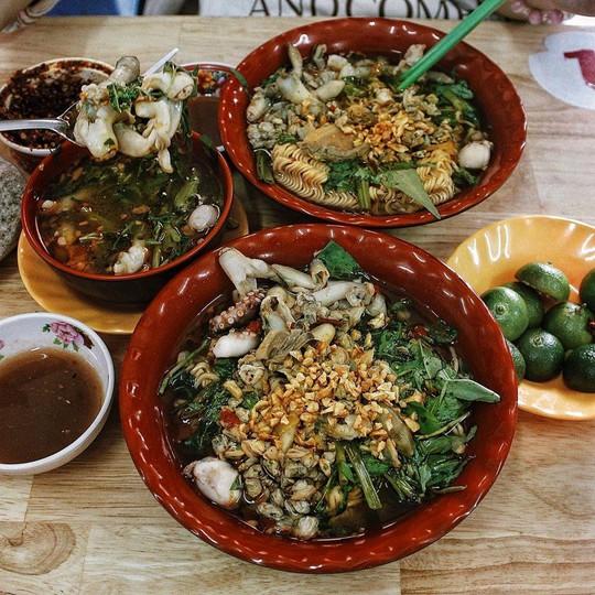 Truy lùng 6 khu ẩm thực về đêm ở TP HCM - Ảnh 19.
