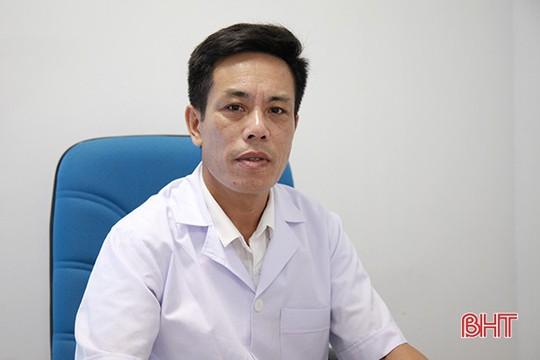 Thầy lang ở Hà Tĩnh dùng kính lúp chẩn đoán... bệnh dại! - Ảnh 5.