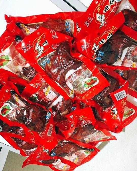 Đùi gà Trung Quốc để 1 năm không hỏng, 15.000 đồng/cái được rao bán tràn lan - Ảnh 3.