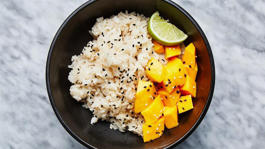 Có một thời tuổi thơ ăn cơm với đường, tóp mỡ và cả hoa quả, có ai đã từng? - Ảnh 5.