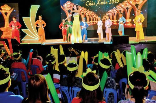 Giải Mai Vàng 25 năm: Quà Xuân ý nghĩa cho công nhân đón Tết xa quê - Ảnh 2.