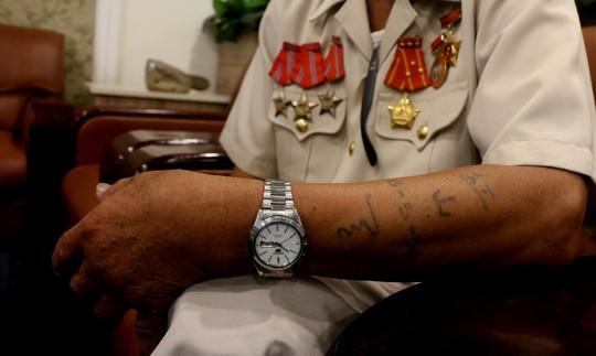 Bí mật hình xăm trên cánh tay người cựu tù binh Côn Đảo - Ảnh 3.