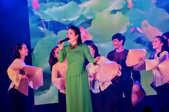 Giải Mai Vàng 25 năm: Quà Xuân ý nghĩa cho công nhân đón Tết xa quê - Ảnh 10.