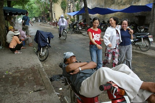 Báo Tây nói về đi xích lô và 9 trải nghiệm phải thử ở Việt Nam - Ảnh 2.