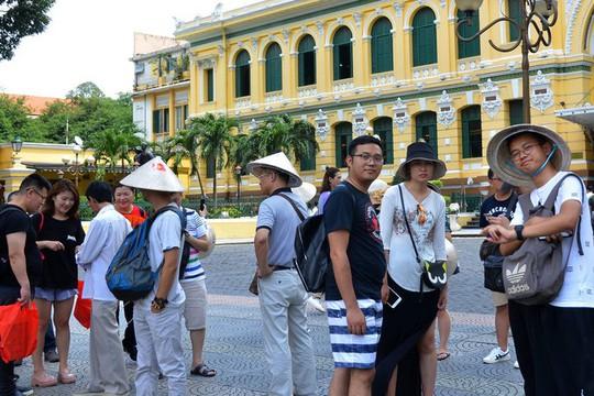 Khách du lịch Trung Quốc đến Việt Nam tiếp tục giảm - Ảnh 1.