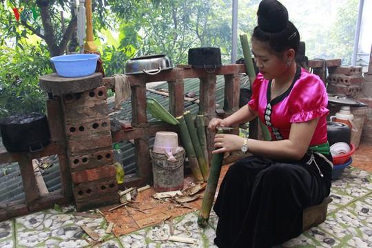 Vịt nướng ống lam - món ăn đặc sắc của người Thái Sơn La - Ảnh 1.