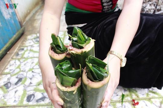 Vịt nướng ống lam - món ăn đặc sắc của người Thái Sơn La - Ảnh 2.