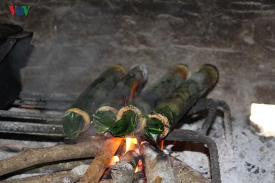 Vịt nướng ống lam - món ăn đặc sắc của người Thái Sơn La - Ảnh 3.