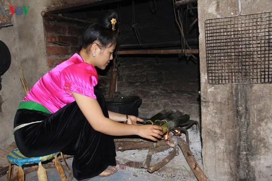 Vịt nướng ống lam - món ăn đặc sắc của người Thái Sơn La - Ảnh 4.