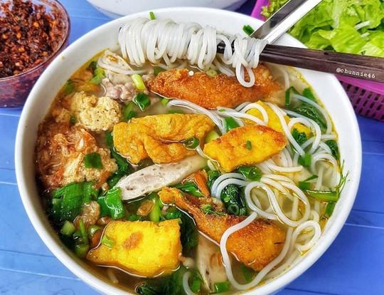 Món ngon khu Chùa Láng cho dân văn phòng thích ăn vặt - Ảnh 1.