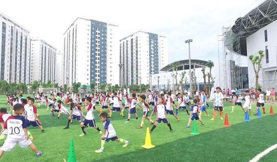 Ngày hội sắc màu trên sân cỏ tại khu liên hợp thể thao Thanh Hà - Ảnh 2.