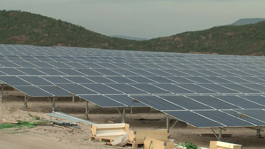 Cấp bách giải cứu lưới tải điện mặt trời - Ảnh 1.