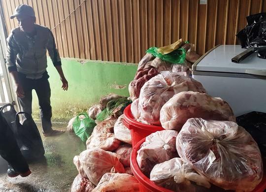 Thất kinh phát hiện khối lượng lớn thịt heo thối tại cơ sở kinh doanh Đà Lạt - Ảnh 2.